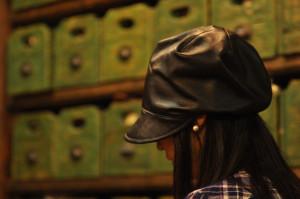 靴 革の帽子