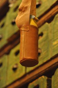 革の水筒ケース
